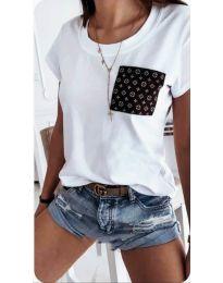 Бяла тениска с интересен джоб - код 256