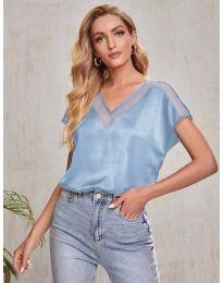 Атрактивна свободна дамска тениска в светлосиньо - код 5754