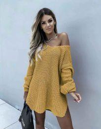 Ефектна дамска свободна плетена туника с голо рамо в цвят горчица - код 2975