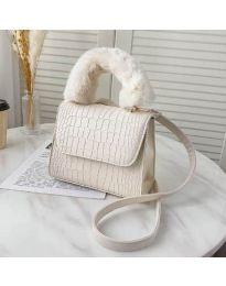 Дамска чанта в бяло със змийски ефект и пухкава дръжка - код B57