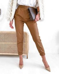 Дамски свободен кожен панталон с ластик в кафяво - код 5361